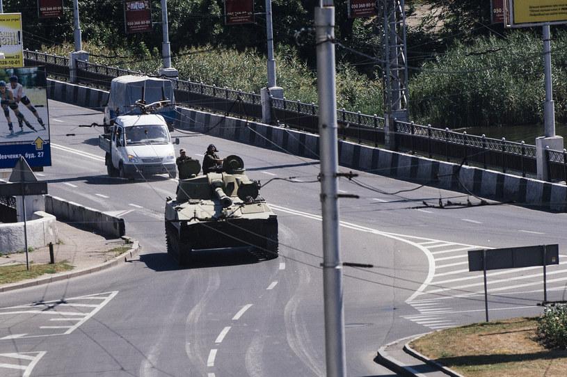 Haubica prowadzona przez separatystów na ulicach Doniecka, 15 sierpnia /DIMITAR DILKOFF /AFP