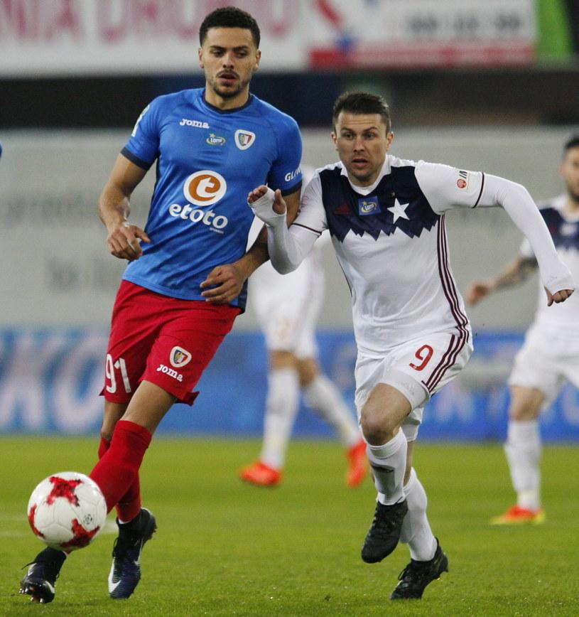 Hebert Silva Santos (z lewej) w meczu z Wisłą Kraków /Fot. Andrzej Grygiel /PAP