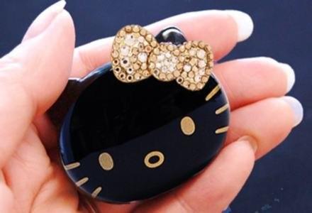 Hello Kitty DX Version - czyli MP3 z kryształkami /materiały prasowe
