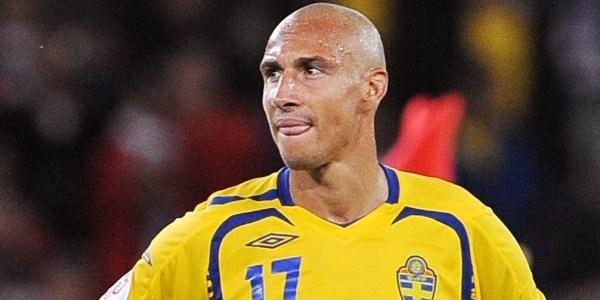 Henrik Larsson patrzy przed siebie. Następny cel - mundial w 2010 roku. /AFP