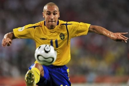 Henrik Larsson raczej nie zagra ponownie w Barcelonie /AFP