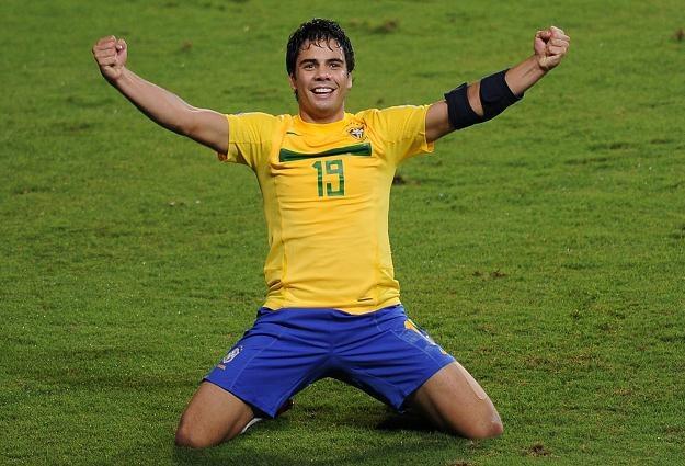 Henrique cieszy się z gola dla Brazylii /AFP
