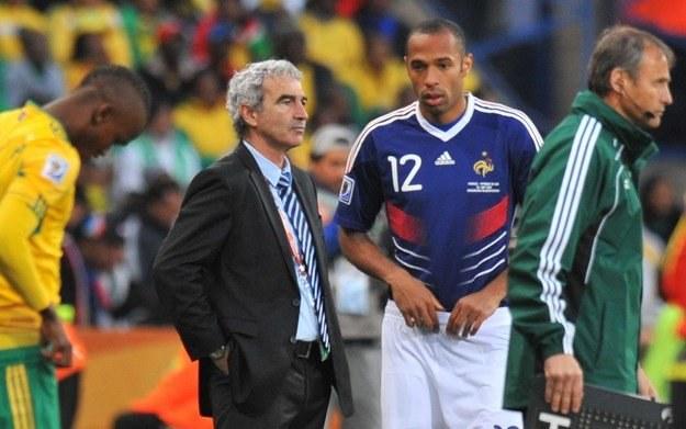 Henry (w środku) nie zagra już w reprezentacji Francji /AFP