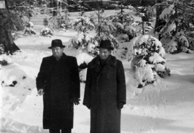 Henryk Sławik i József Antall w górach Matry podczas wizytacji jednego z obozów polskich* /