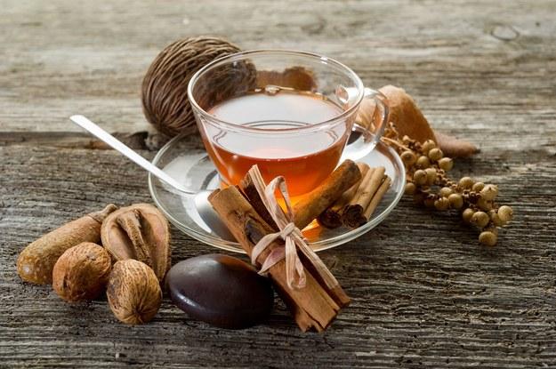 Herbata rozgrzeje i pomoże w odchudzaniu /123/RF PICSEL
