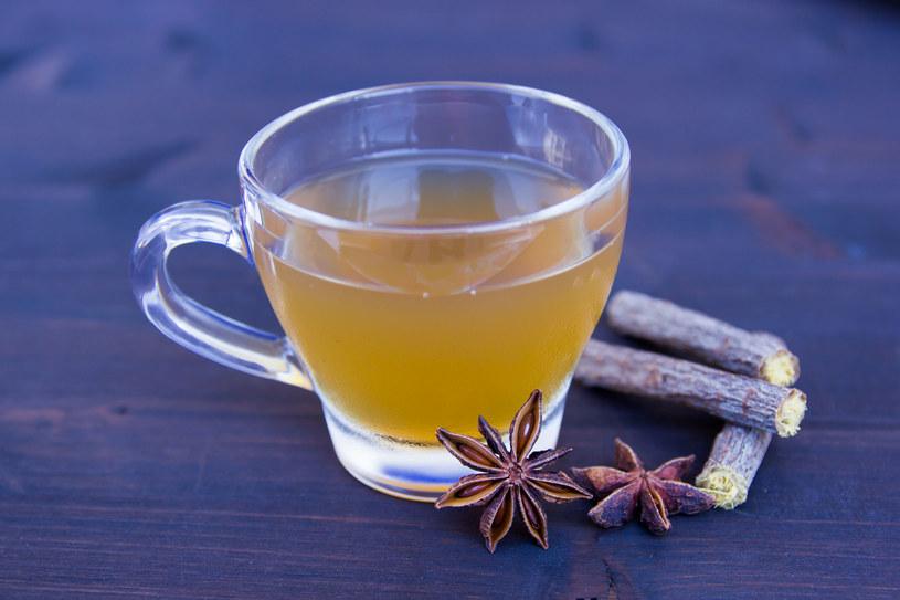 Herbata z lukrecji działa przeciwalergicznie, wzmacnia system immunologiczny /123RF/PICSEL