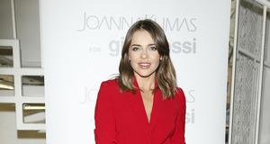 Herbuś w czerwonym garniturze