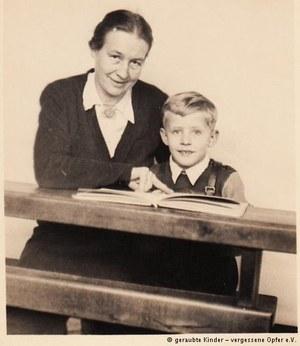 Herman Lüdeking alias Roman Roszatowski z niemiecką mamą, która wyrzekła się go, gdy rozpoczął poszukiwania biologicznych rodziców /Deutsche Welle