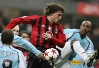 Hernan Crespo (w środku) uratował zwycięstwo Milanu w meczu z Lazio /AFP