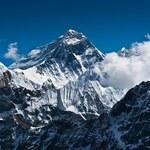 Himalaista wyrusza na Mount Everest. To pierwsze wejście po trzęsieniu ziemi