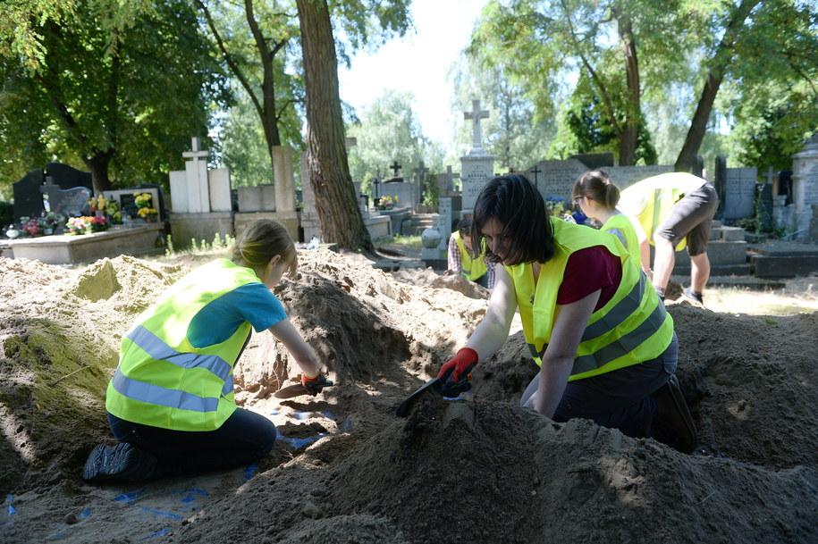 Historycy oceniają, że na Bródnie mogło zostać potajemnie pochowanych około 50 osób /Bartłomiej Zborowski /PAP