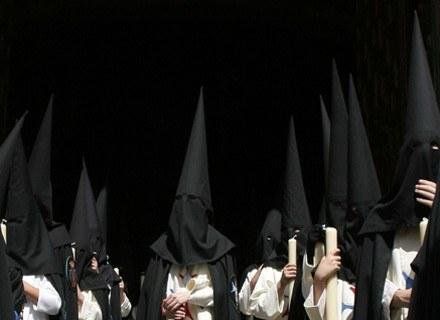 Hiszpanie biorą udział w licznych procesjach /arch. AFP