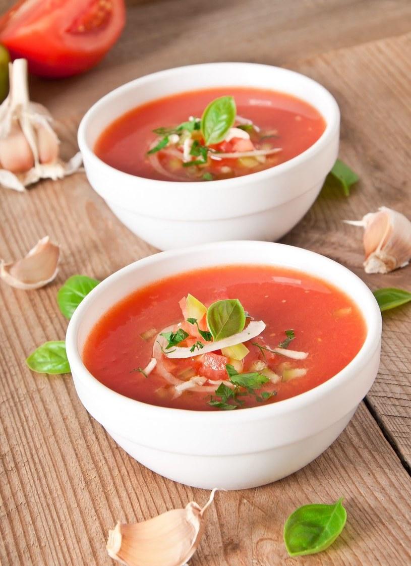 Hiszpanie delektują się gazpacho (z dojrzałych, miękkich pomidorów i papryki) /©123RF/PICSEL