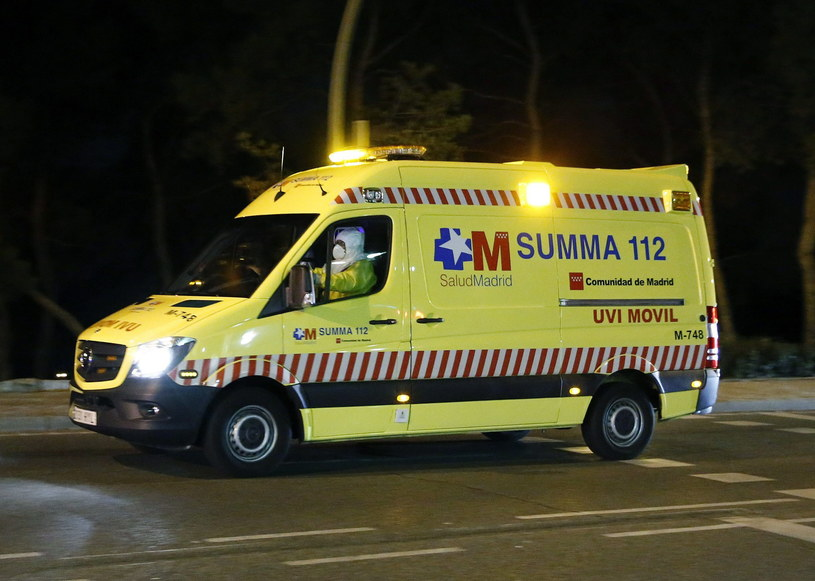 Hiszpańska pielęgniarka we wtorek nad ranem została przetransportowana do szpitala im. Carlosa III /PAP/EPA