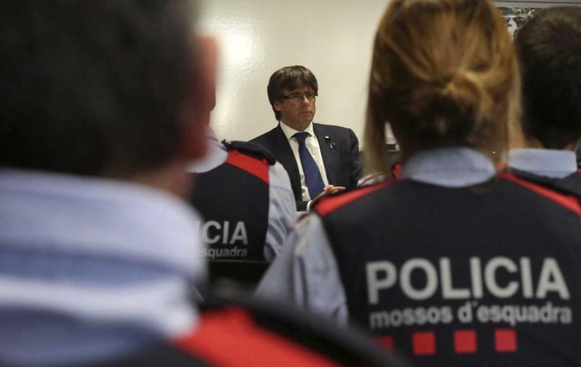 Hiszpańska policja zawiadomiła Francję o aucie wypożyczonym przez sprawców zamachów /DAVID GONZALEZ /PAP/EPA