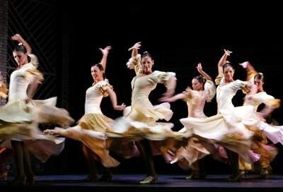 Hiszpańskie tancerki kochają i nienawidzą z tą samą pasją /AFP
