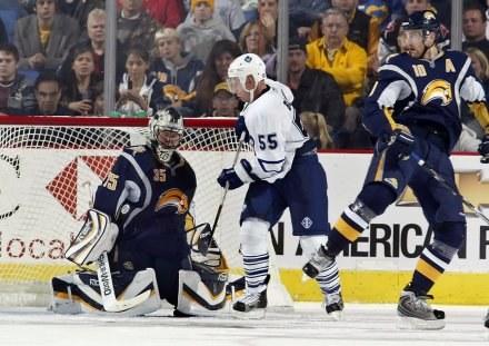 Hokeiści Buffalo Sabres pokonali Toronto Maple Leafs po dogrywce /AFP