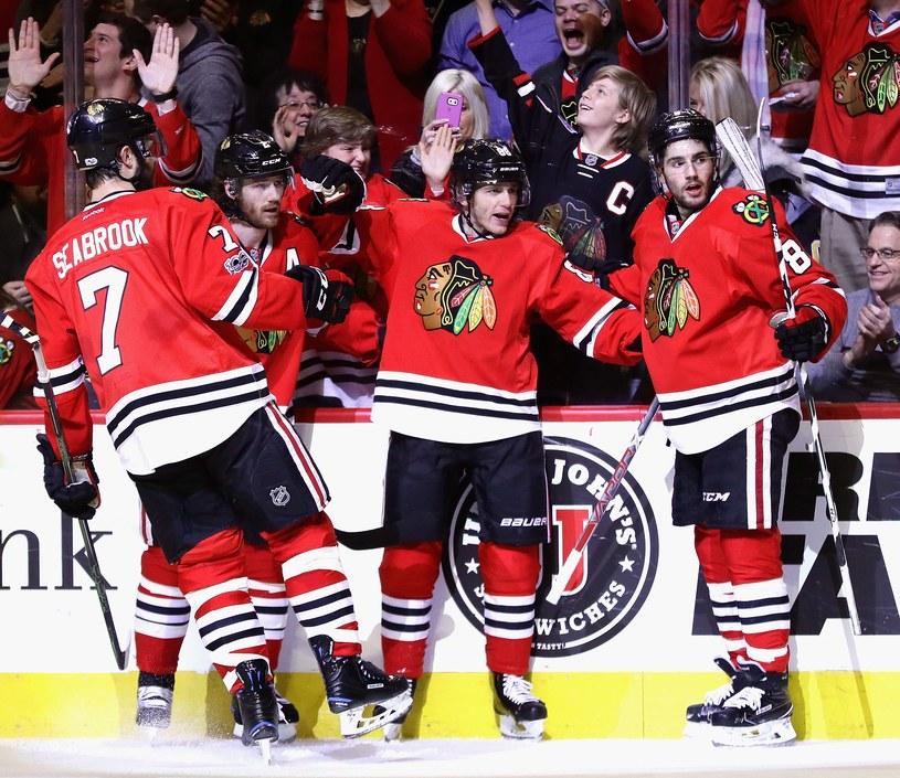 Hokeiści Chicago Blackhawks kontynuują świetną serię /AFP