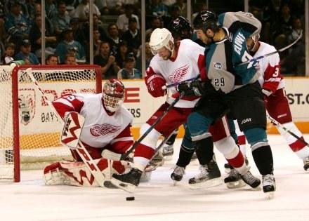Hokeiści Detroit Red Wings w półfinale konferencji wygrali z San Jose Sharks /AFP