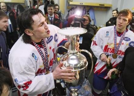 Hokeiści Metallurga świętowali zdobycie Pucharu Europy /AFP