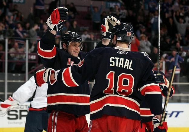 Hokeiści New York Rangers mieli powody do radości. /AFP