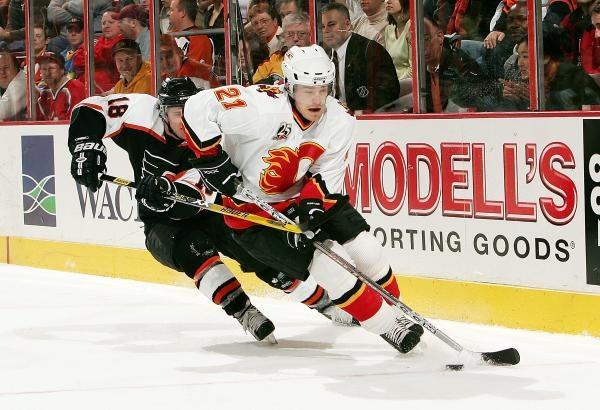 Hokeiści Philadelphia Flyers dopiero po rzutach karnych pokonali Calgary Flames /AFP