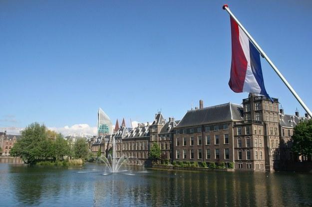 Holandia (nz. parlament w Hadze) jest częstym celem zarobkowych wyjazdów Polaków /123RF/PICSEL