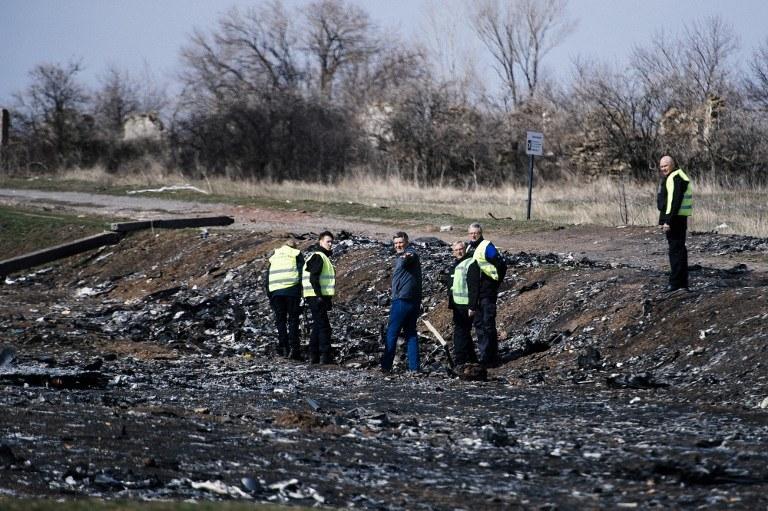 Holenderscy eksperci przeszukują miejsce katastrofy, zdj. z marca 2015 /DIMITAR DILKOFF /AFP