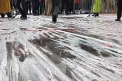 Hollywood w strugach deszczu: Przemoczony czerwony dywan i odwołane loty