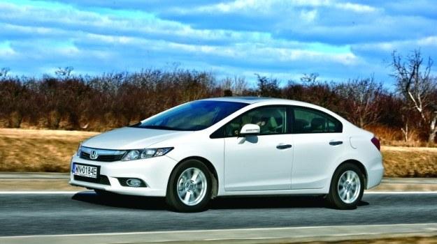 Honda Civic w wersji sedan różni się zawieszeniem, ofertą silników i... pochodzeniem. /Motor