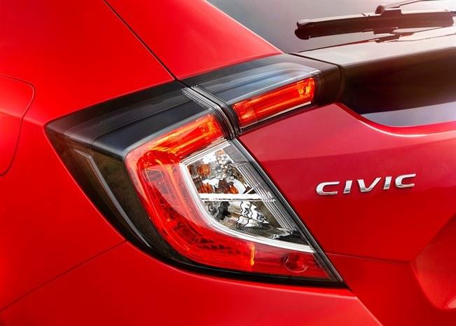 Honda Civic X to niewątpliwie samochód wyróżniający się na ulicy /materiały prasowe