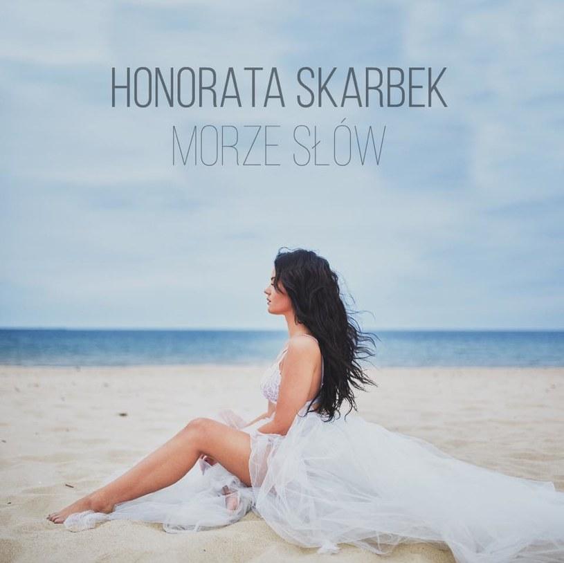 """Honorata Skarbek prezentuje klip do utworu """"Morze słów"""" /&nbsp /"""