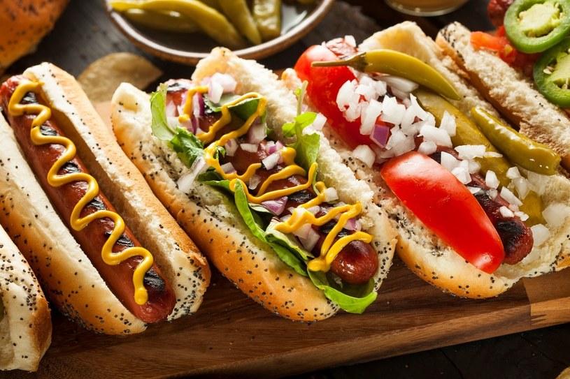 """Hot dog to wdzięczny do kulinarnych eksperymentów """"klasyk"""" /©123RF/PICSEL"""