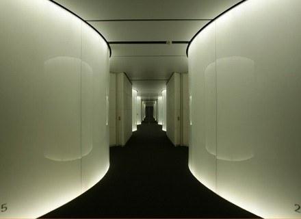 Hotel Puerta America, Madryt - korytarz na II piętrze, proj. Norman Foster /Magazyn Sztuka.pl