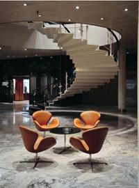 Hotel Radisson SAS Royal Hotel - fragment lobby /Magazyn Sztuka.pl