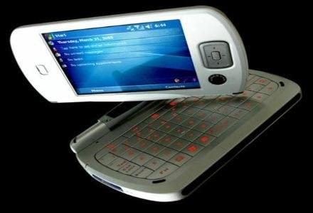 HTV Universal - przyszłość telefonii mobilnej? /materiały prasowe