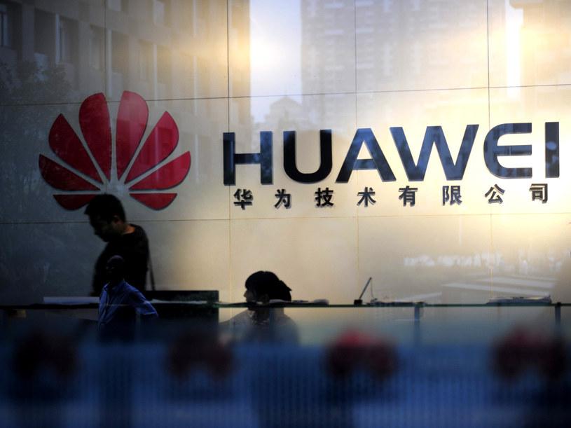Huawei pracuje nad smartfonem z dwoma systemami operacyjnymi. /AFP
