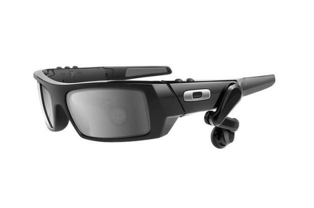 HUD Google ma być podobny do tych okularów Oakleya /materiały prasowe