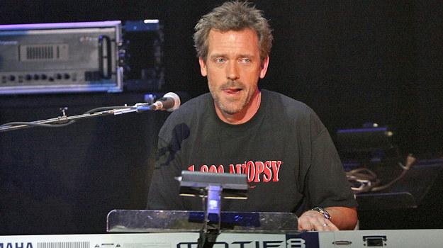 Hugh Laurie podczas jednego ze swoich koncertów. /Michael Buckner  /Getty Images