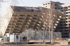 Huk, dym i pył. Tak wyburzają budynek niedoszłego szpitala!