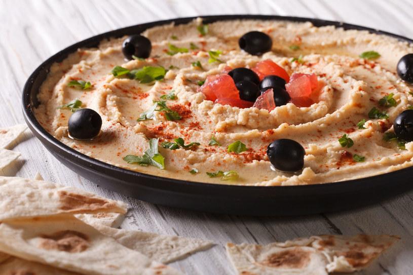 Hummus z oliwkami /123RF/PICSEL