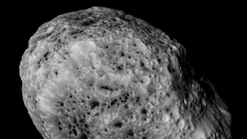 Hyperion widziany z sondy Cassini. /NASA