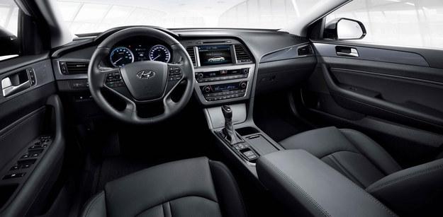 Hyundai Sonata Hybrid (2016) /Hyundai