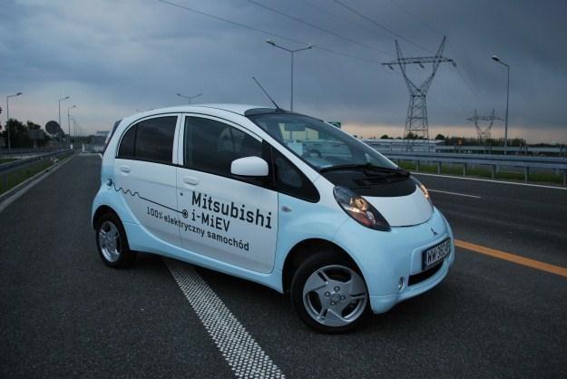 i-MiEV - w 100 proc. elektryczny samochód /INTERIA.PL