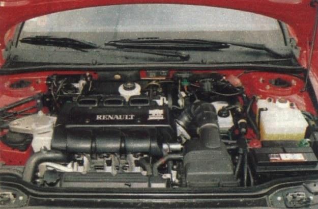 ...i V6. Zwracają uwagę wycieraczki przedniej szyby o różnej długości, co jednak tylko nieznacznie powiększa strefę oczyszczania. /Motor