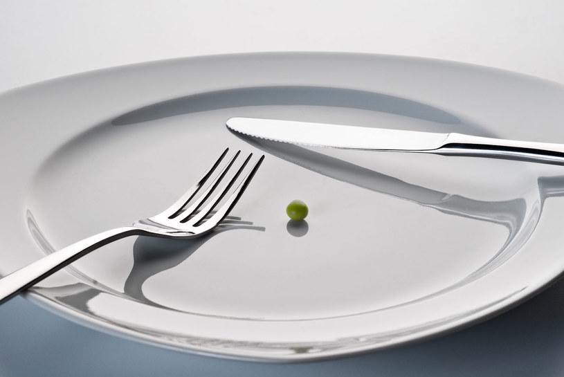 Idea postu zakłada, zgodnie z tradycją, robienie znacznie krótszych, ale regularnych przerw w jedzeniu /123RF/PICSEL