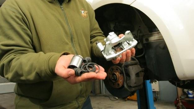 Idea zestawu naprawczego to wymiana zużytych elementów podzespołu. /Motor