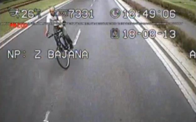 Idiota na rowerze. Doprowadził do wypadku i uciekł /