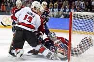 Iginla zdobywa bramkę dla Kanady