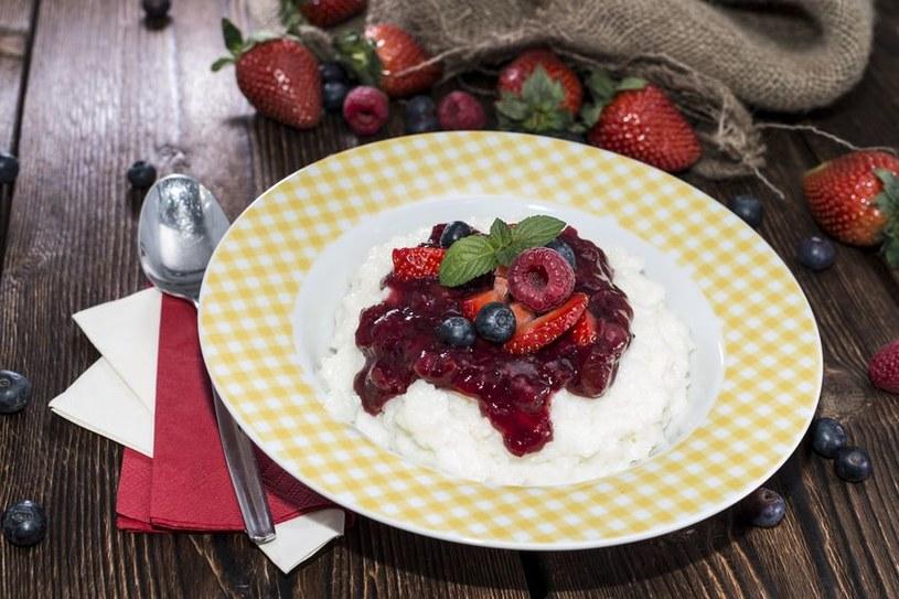 Iglo z ryżu z sosem jogurtowym /©123RF/PICSEL